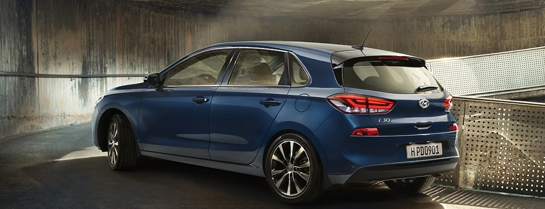 i30 pd 5dr gallery left side rear view blue driving uphill road pc